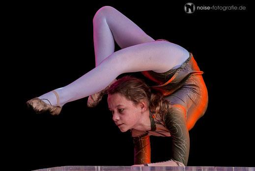 Junge Akrobatin beim Gothardusfest