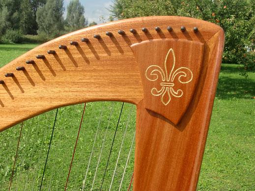 Harfe Jupiter, Zierschild mit Echtgoldeinlage, Harfenbau Tremer