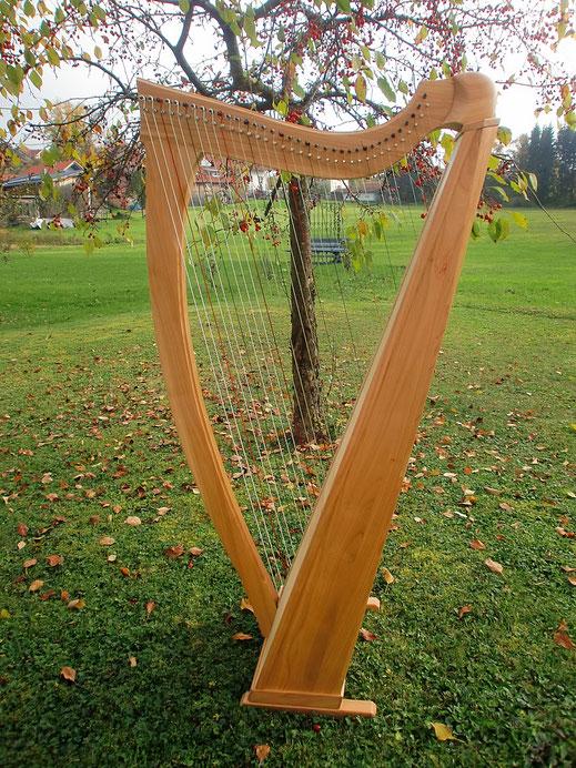 Tremer Harfen, Harfe Modell Neptun in Kirschbaum