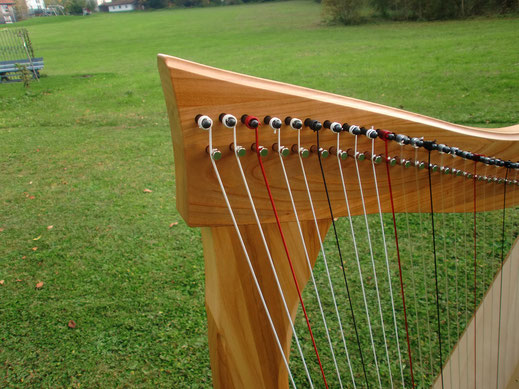 Harfenbau Tremer, Harfe Neptun aus Kirschholz