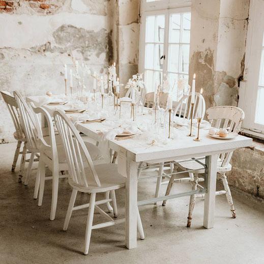 Klapptisch vintage style boho look weiss mieten verleih dekoverleih Hochzeit gedeckter Tisch  Klappstuhl Sitzkissen Kerzenstaender Vasen Sessel tischleihendeckdich Tischlein deck dich