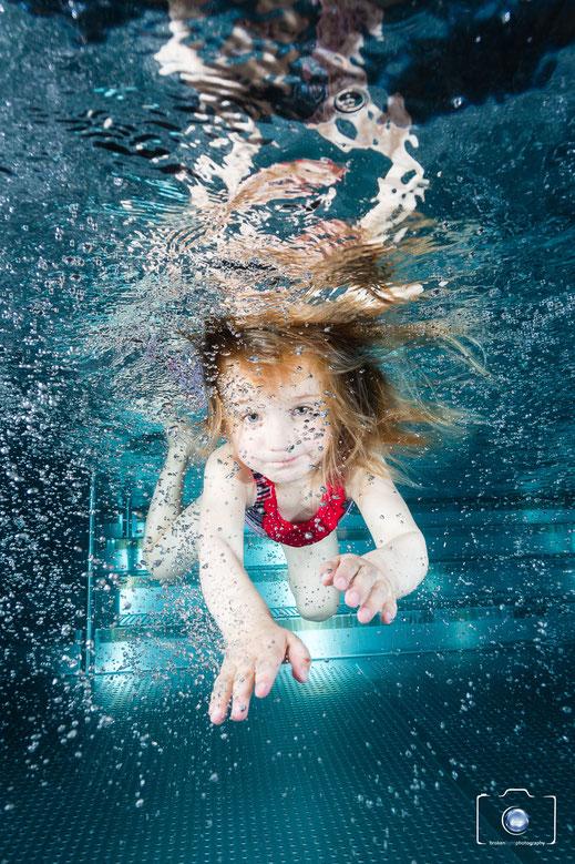 Bild: Kind bei Kinderschwimmen Seepferdchenkurs in Berlin