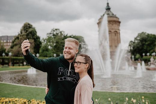 Selfie Sascha und Natascha am Wasserturm Mannheim by Sebastian Pintea