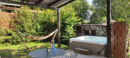 Spa privatif extérieur sur la terrasse. Idéal séjour en amoureux