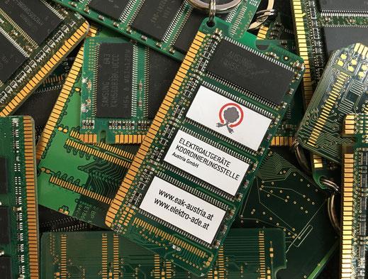 Schlüsselanhänger aus Leiterplatten mit EAK Logo