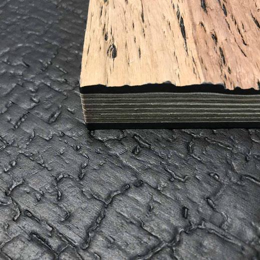 schwarzes verkohltes Holzfurnier geprägt und auf Aluminium apliziert