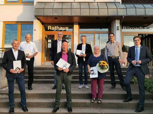(v.l.) Michael Tegl, Peter Heimroth, Udo Möller, Alfred Ruppel, Wolfgang Schmitt, Christiane Leister, Vorsitzender der Gemeindevertretung Dr. Axel Schreiber und Bürgermeister Timo Lübeck. Es fehlt Renate Frauenfelder.