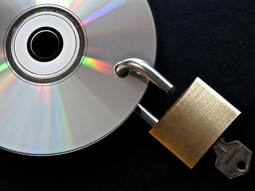 CD mit Vorhängeschloss Simbol für Backup / Datensicherung