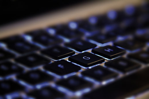 Blau beleuchtete Tastatur