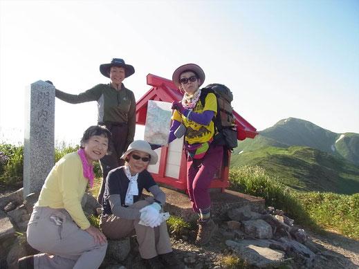 縦走路最後の山頂、門内岳(1,887m)にて