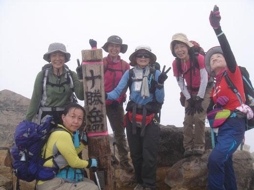 十勝岳山頂(2,077m)にて