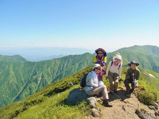 大日岳東端にて。右手奥に飯豊本山