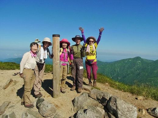 飯豊連峰最高峰の大日岳(2,128m)に到着