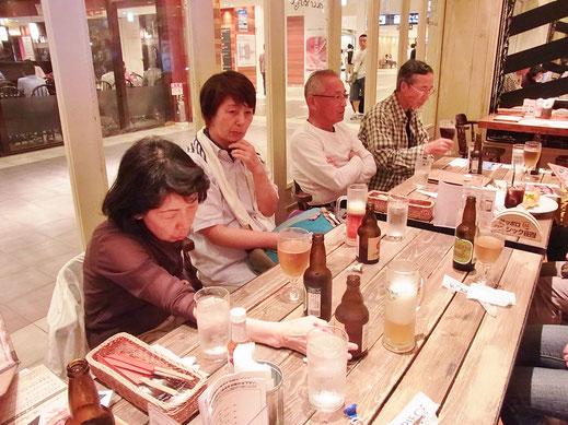 空港でパスタとビールで乾杯、打ち上げ\(^o^)/