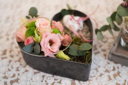Blumengesteck bei Taufe und Willkommensfest