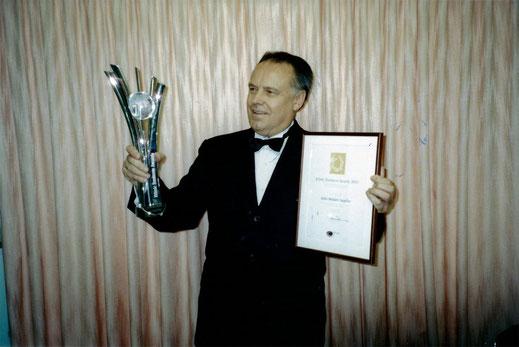 Получение престижного приза на звание «Лучший этнический бизнес» в 2003 г. Имя Михаила Овчинникова вошло в историю Австралии.