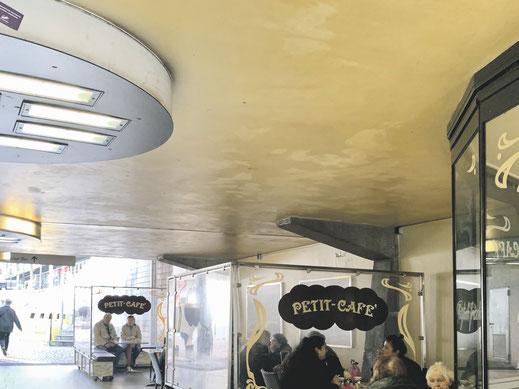 Besseres Licht in der Unterführung würde auch dieses Po-up Café attraktiver machen.