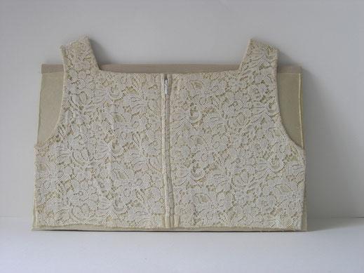 "Eva Hradil ""Cremeweiße Mappe"" 2009 Brautkleid, Strickjacke, Karton, Buchbinderleim"