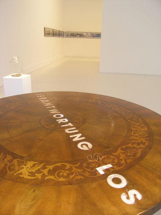 Eva Hradil VERANTWORTUNG S LOS, 2011, Ausstellungsansicht