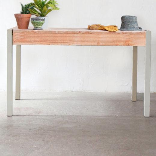 table aux pieds gris