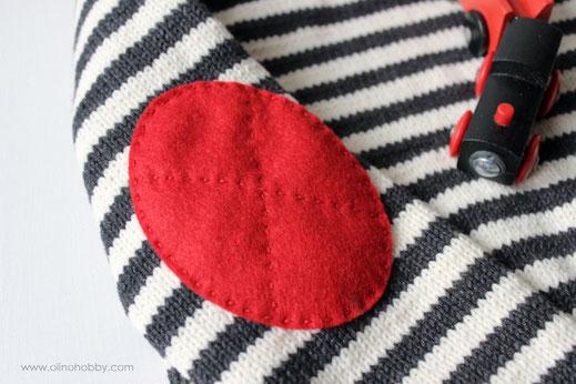 полосатый вязаный свитер, детский свитер в полоску, красные брюки для мальчика, черно-белый свитер в полоску, узкие красные брюки
