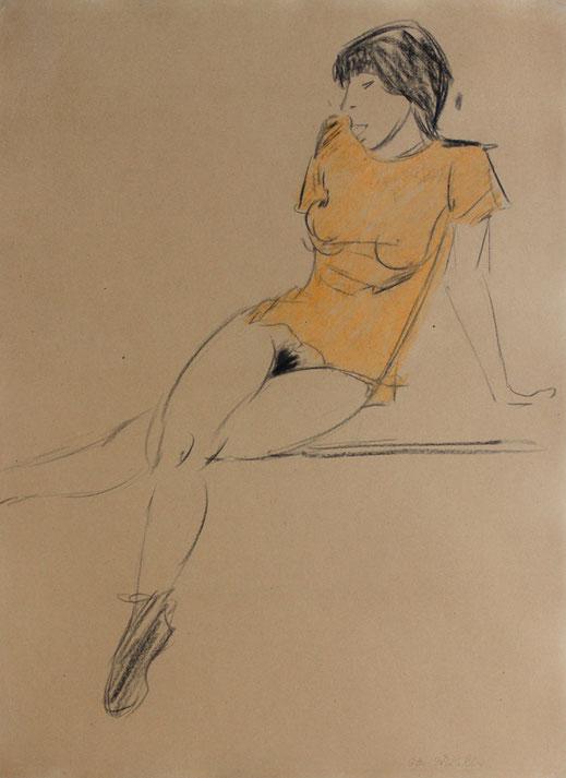 Otto Mueller: Sitzender weiblicher Akt in durchsichtigem Hemdchen (Irene Altmann), Breslau, Juni oder Herbst 1919 / Okt. 1921, Farbkreiden und Graphit auf Papier, Privatsammlung