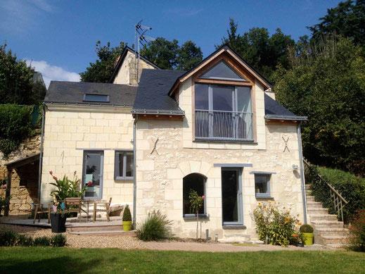 Meublé de tourisme 4 étoiles pour 4 personnes avec belle vue sur Gennes et la Loire, jardin clos, très calme
