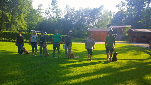 Andrea mit Vreni, Evi, Birgit mit Chico, Werner, Kerstin mit Josie, Jana und Florian mit Daryl