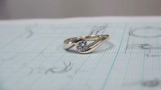 K10YGダイヤモンド手作り婚約指輪「イニシャルe」