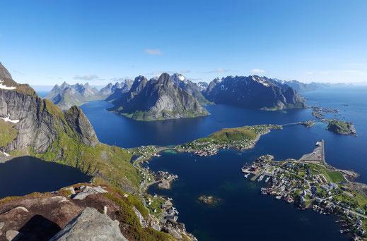 Bergsteigen in Norwegen, Reine Lofoten vom Reinebringen