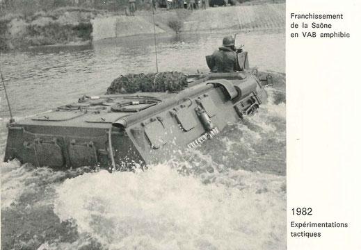 Le 99e R.I. seul régiment à être entièrement équipé de VAB hydrojets a reçu pour mission d'expérimenter les franchissements tactiques par véhicules amphibies (le VAB Villeurbanne franchit la Saône dans Lyon)