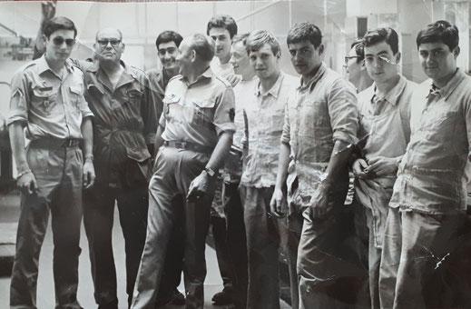 Le personnel de l'ordinaire en 1973, au centre, l'ADJ JAMBOIS chef de l'ordinaire (Fonds TANGUY)