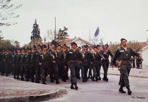 Au quartier, le CNE DELAMARE à la tête de la 11e compagnie (fonds Tanguy)