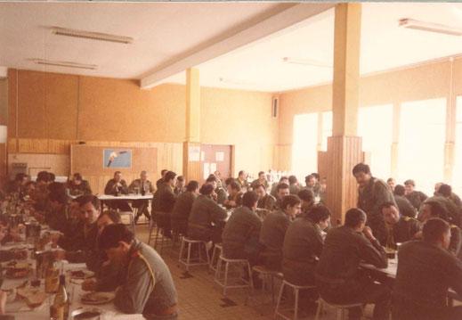 26 septembre 1984 : repas de cohésion avec le 99e R.I. en présence du COL Giraud. Passation de commandement aux 2e, 3e et 4e Cie du 299 R.I.