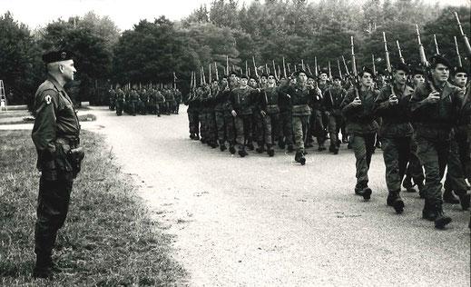 Défilé du régiment devant le nouvau chef de corps