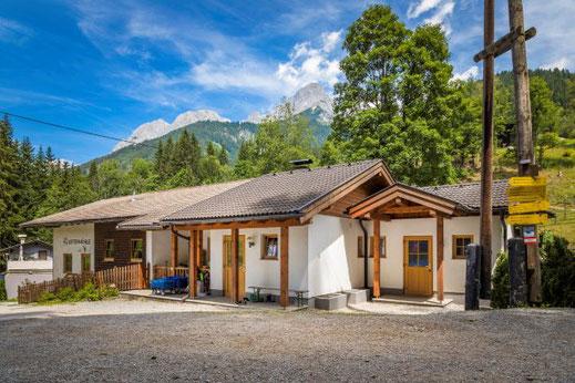 Die Hütte ist auch bei Wochenendurlaubern (Fr-So) sehr beliebt.