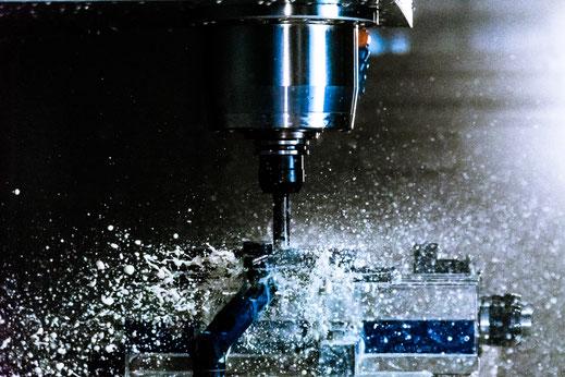 Blechbearbeitung, CNC-Drehen, CNC-Fräsen, Fertigung, Lohnfertigung, Luckau, AMS, Schweißen, kanten, entgraten, Zuschnitt, CNC, Bauteile, Baugruppen