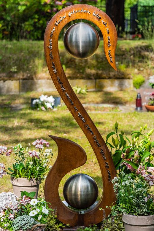 GRABSTELE MOTIVSTELE Gartenstele Spruchstele Grabschmuck Urne Grabgestaltung Stele Beisetzung Grab Grabkunst Stahl Metall Metallbau Stahlbau Cortenstahl