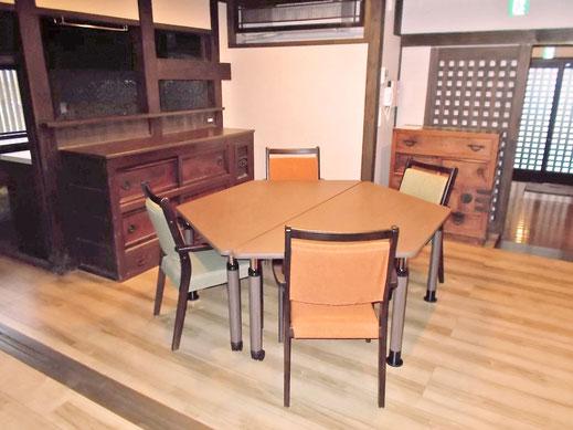 STATTO -スタット- 台形テーブルとチェア