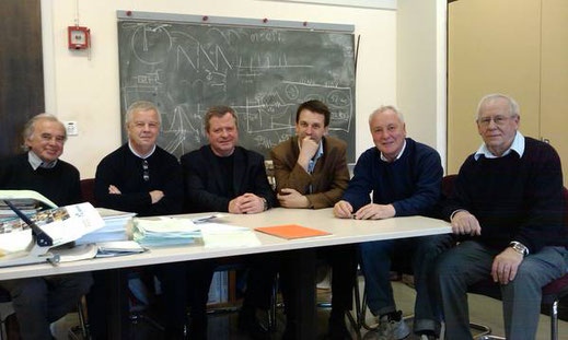 2010 год. Совещание в кабинете руководителя проекта - Большой адронный коллайдер Лина Эванса