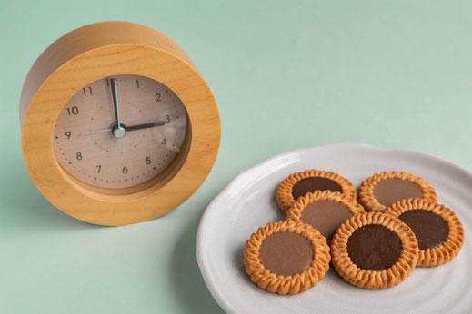 ランチタイムのハンバーグステーキ。付け合わせにポテトとミニトマト、パセリ、レタス。