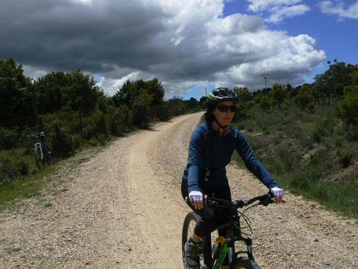 Alquiler bicis, rutas guiadas, sierra Madrid, alquiler bicicletas, mujeres, bicis