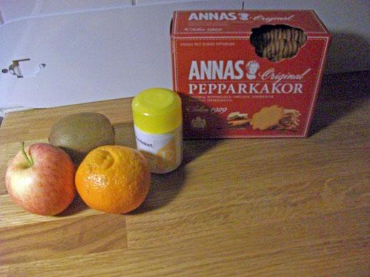 Obst, Vitamin D-Tabletten und schwedischer Pfefferkuchen helfen die Stimmung zu heben.
