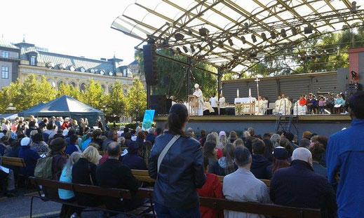 Gottesdienst auf dem Kungsträdgården in Stockholm.