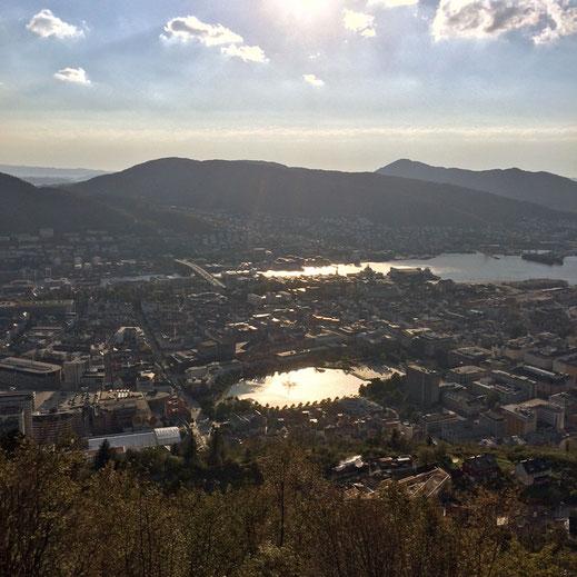 """Der Ausblick auf die Stadt vom Berg """"Floyen"""" aus."""