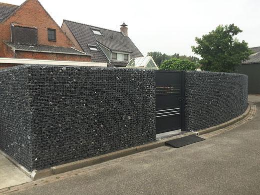 Project: Adres: Kerkstraat 26, 4581 BW Vogelwaarde | Steenkorven: 200cm hoogte, 20cm dikte | Stenen: Ardenner zwart 40/80