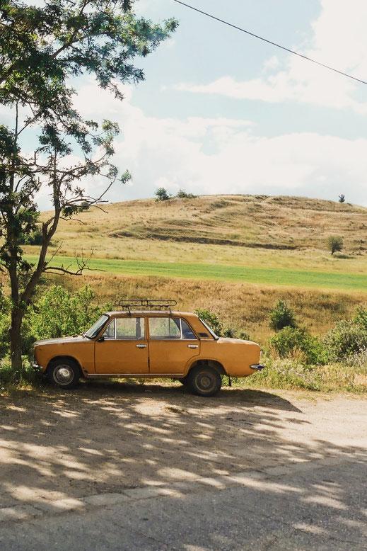 bigousteppes balkans tour bulgarie lada orange