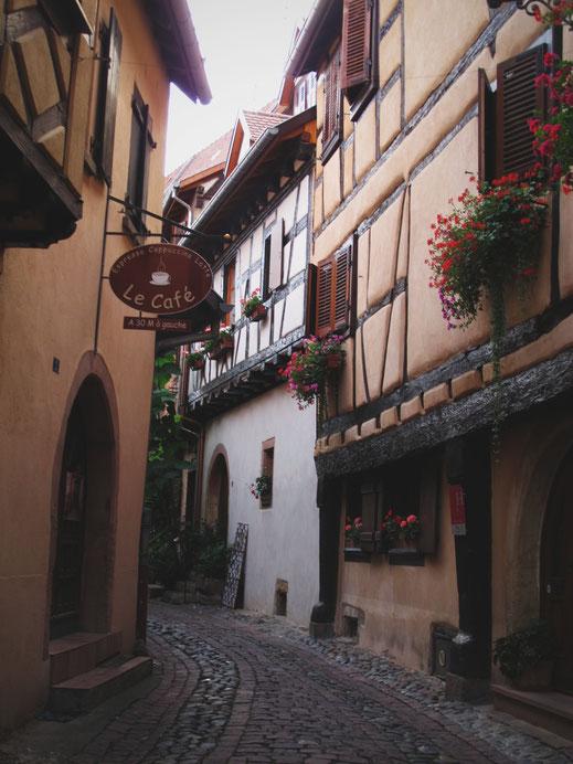 eguisheim ruelle pavés maison couleur