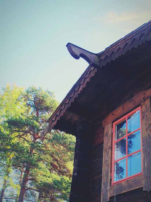 maison datcha bois forêt ciel bleu suède bigousteppes