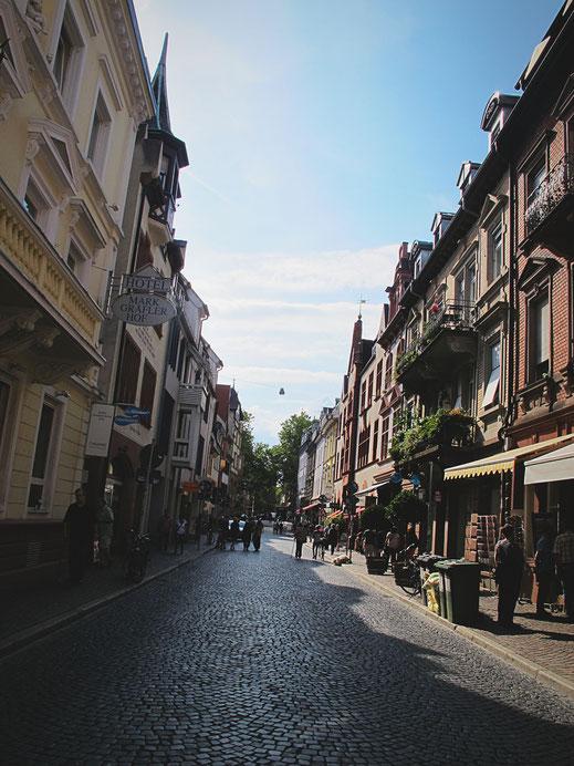 allemagne freiburg rue pavés boutiques maisons